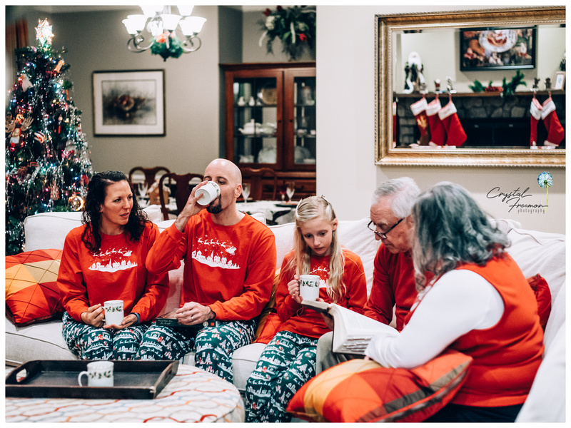 Christmas lifestyle portrait session at home in Spring Hill TN