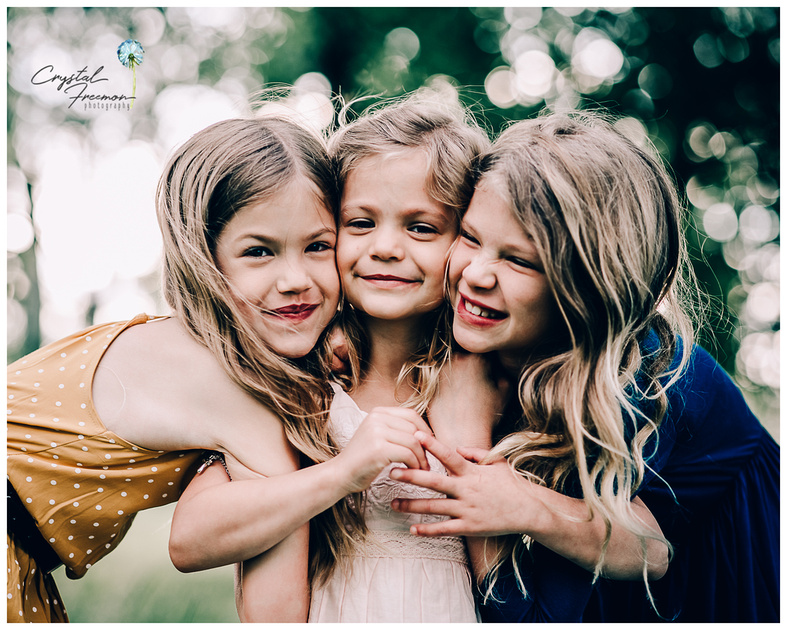 Spring Hill Family Portrait Session with three sisters